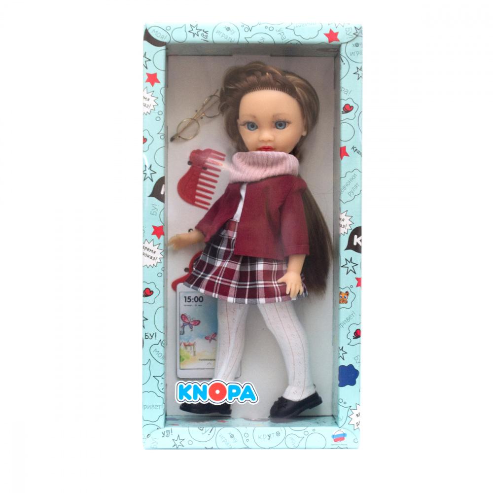 Кукла Викки в библиотеке