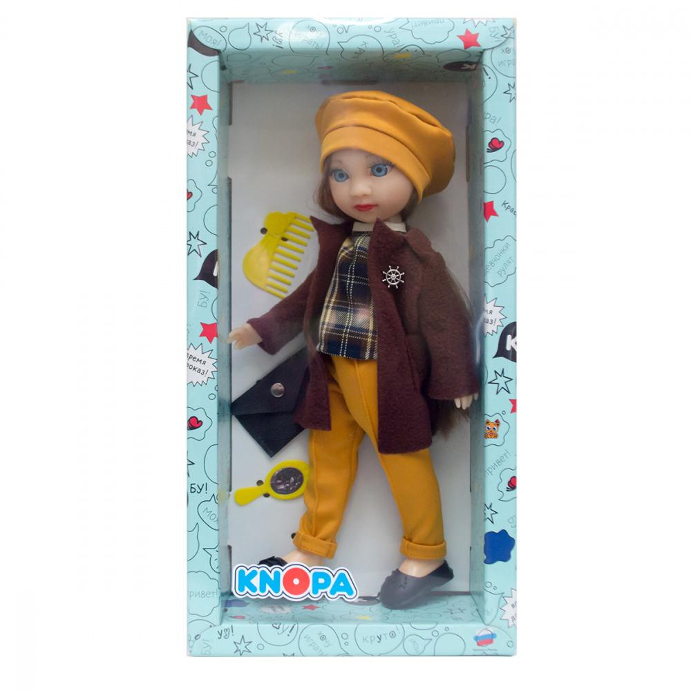 Кукла Викки в парке